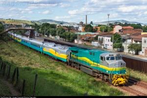 Viagem de trem pela Estrada de Ferro Vitória a Minas (EFVM)