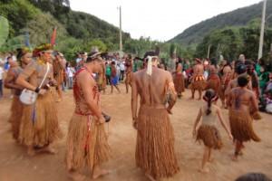 FESTA na  Aldeia Geru Tocaná Pataxó em Carmésia